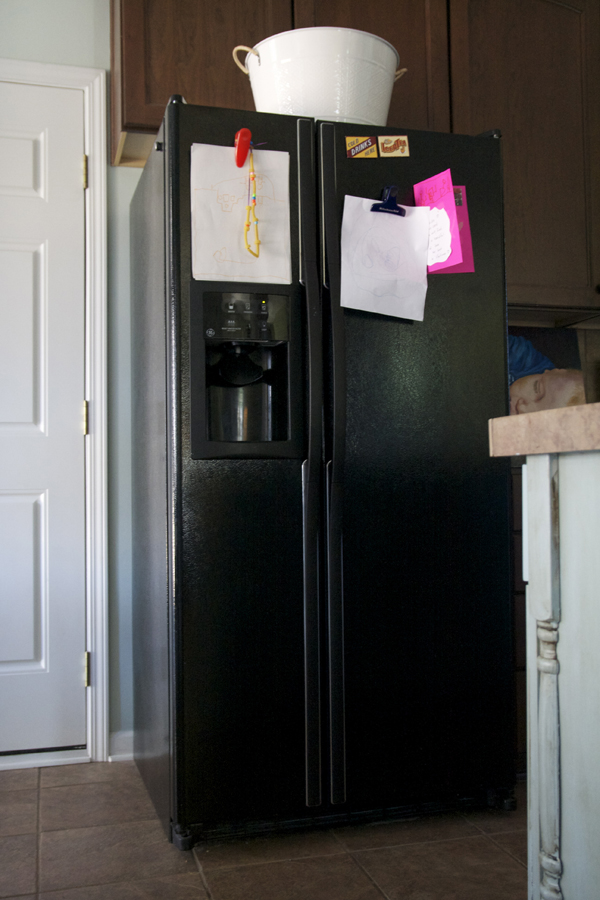 Diy painting your fridge with chalkboard paint the for Chalkboard appliance paint