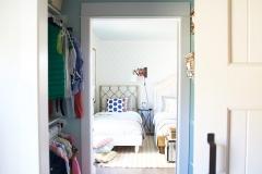 awlk_through_closet