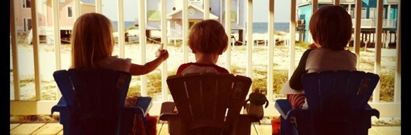 kids_porch_beach_house