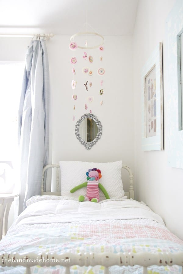 Handmade nursery ideas a diy mobile for Diy felt flower mobile