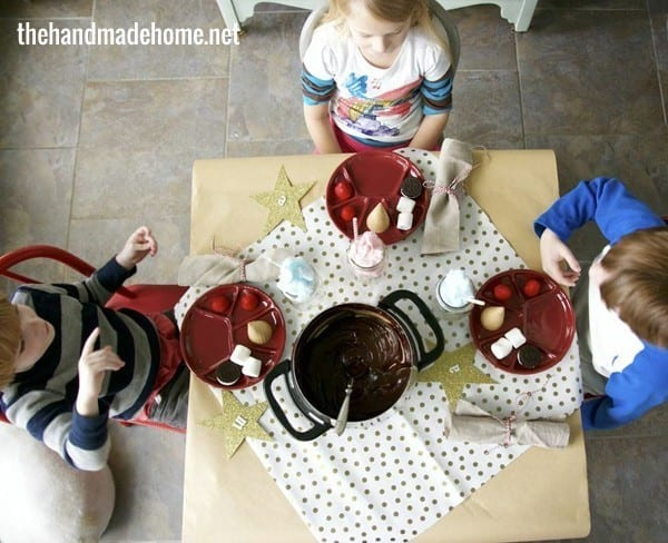 kids_table_christmas_fun