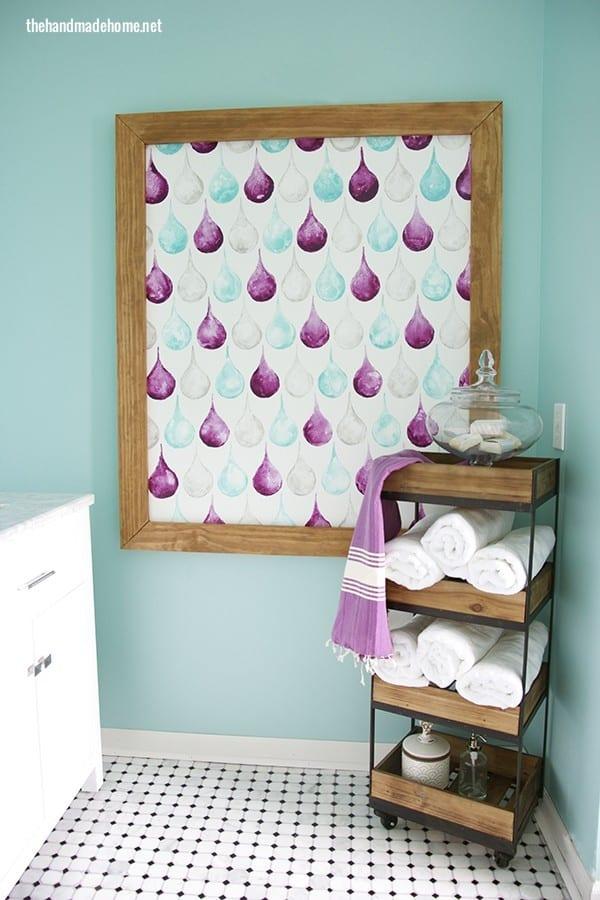 simple_bathroom_art_idea