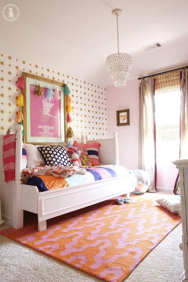 stenciled_stars_pink_bedroom