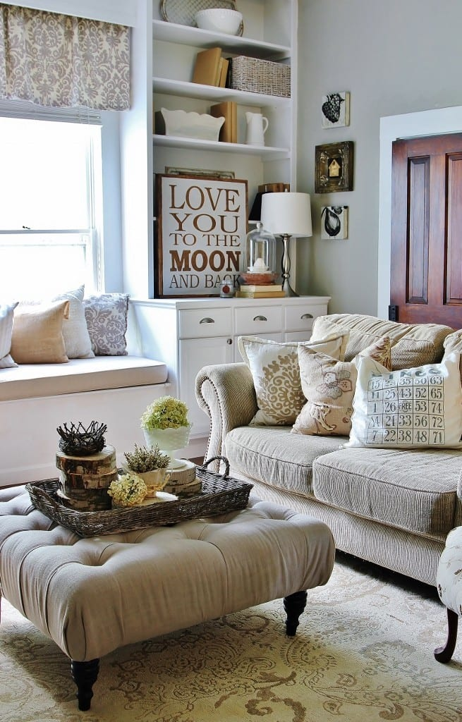 Family-Room-Wood-Slice-Centerpiece