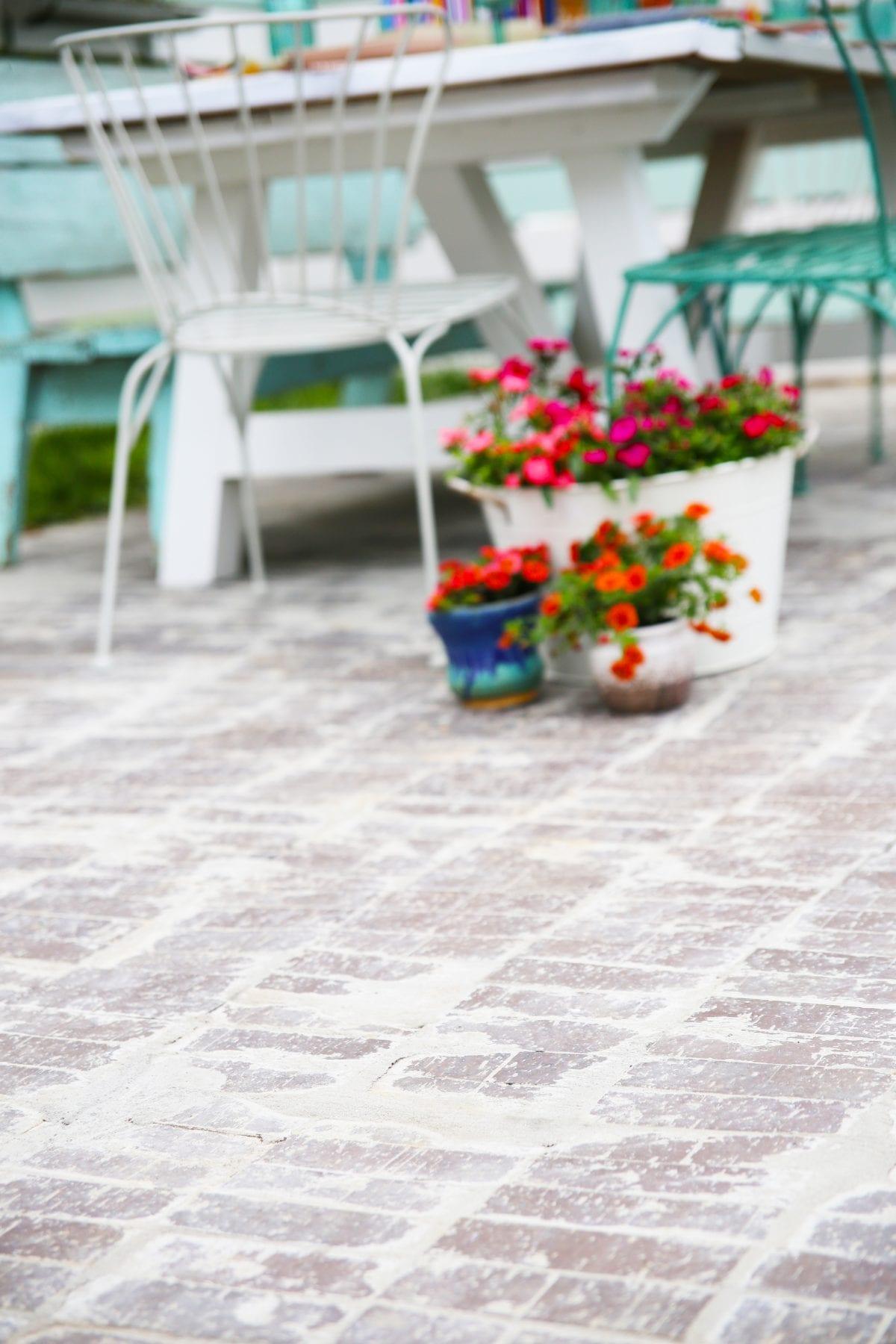 lay brick pavers
